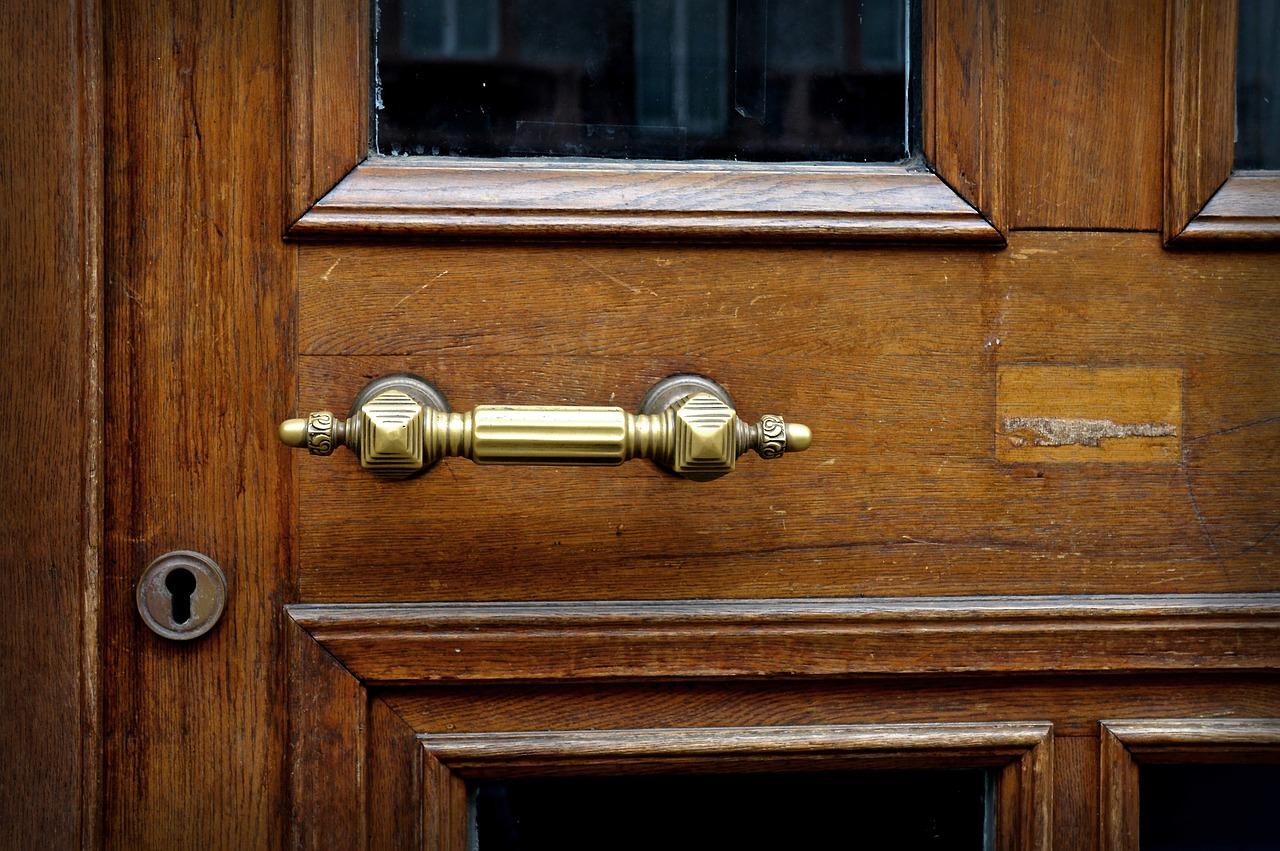 Restauration d'une porte en bois, par où commencer ?